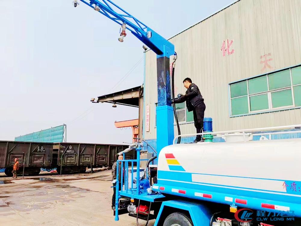 铁路煤炭运输点抑尘剂喷洒抑尘车