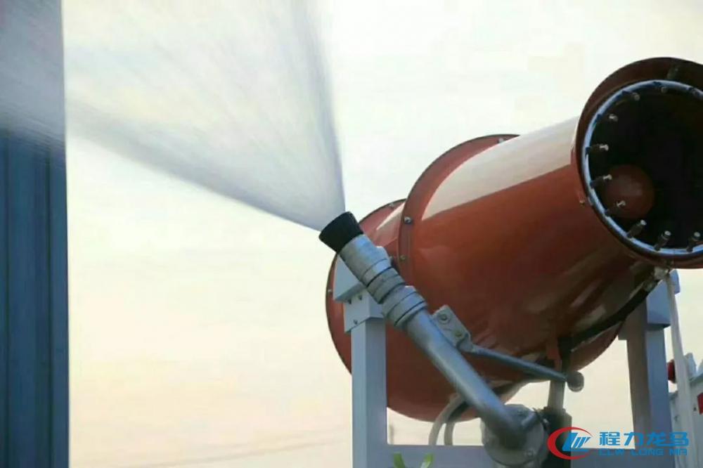 程力喷雾抑尘车绿化洒水演示图